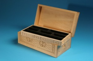 Chip-carved jewelry box by Hank Bruett